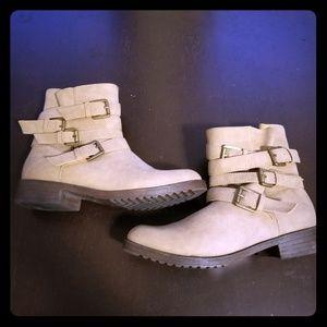 """Shoe dazzle """"Coraline"""" boots size 8.5"""